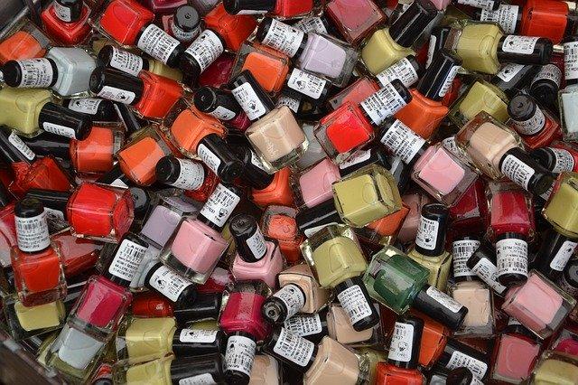 色が選べるネイルの楽しさ